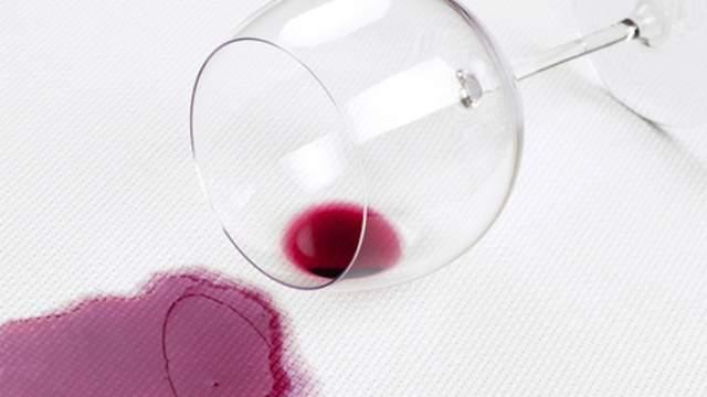 comment-enlever-taches-vin-rouge_5dyqr_2eiho7