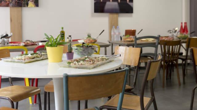 Payer pour le temps passé et non pas pour les boissons ou gourmandises consommées, c'est le concept de l'Anticafé!