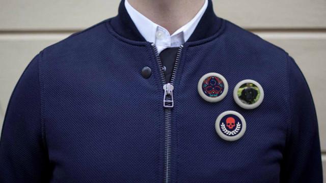 Pins Collective: le pin's connecté, le GIF animé à porter