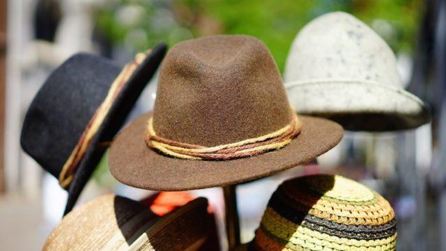 Rédiger un chapeau ou chapô et convaincre en six secondes le lecteur de lire l'article, tels sont les défis du tout rédacteur web.