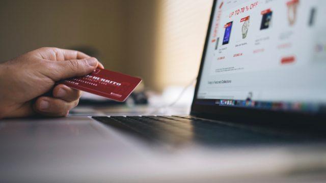 Une boutique en ligne a les mêmes contraintes qu'un magasin en pierre. Pas de clients, pas d'argent. Comment amener du trafic sur vos fiches produits?