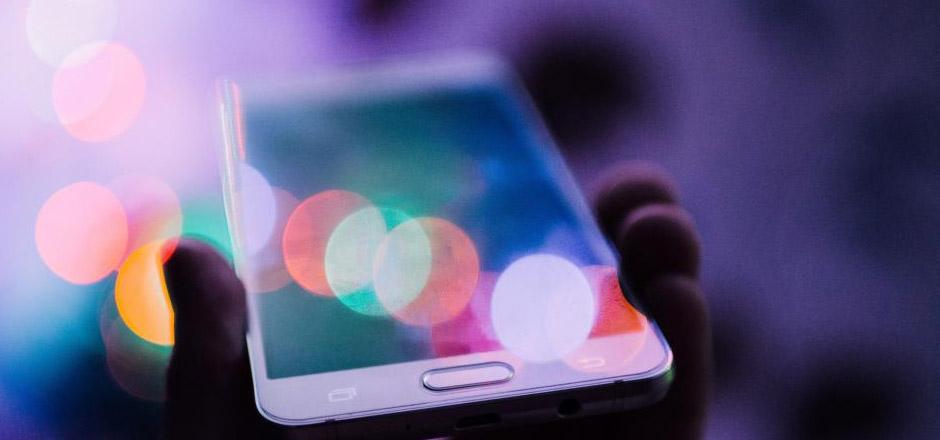 Recherche à commande vocale: quelles perspectives pour l'UX et le SEO?